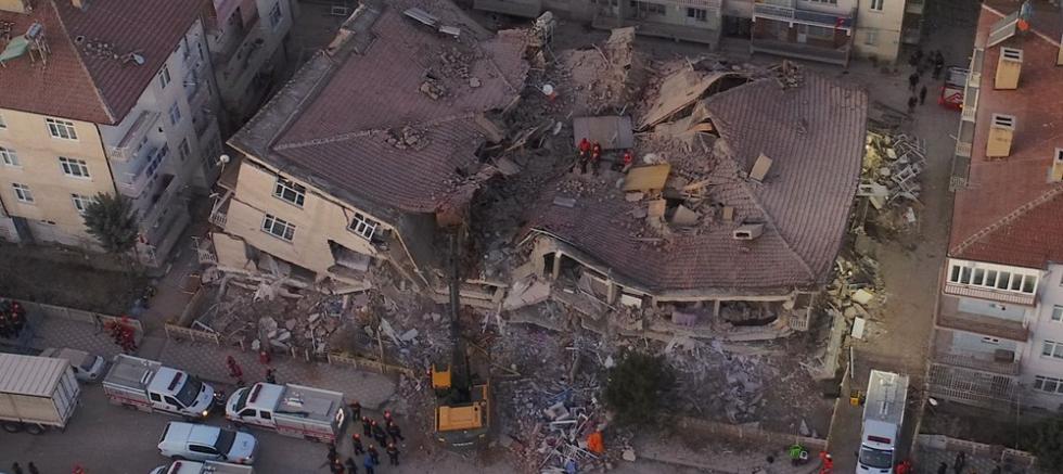 Elazığ'da 17 ve Malatya'da 4 kişi yaşamını yitirdi