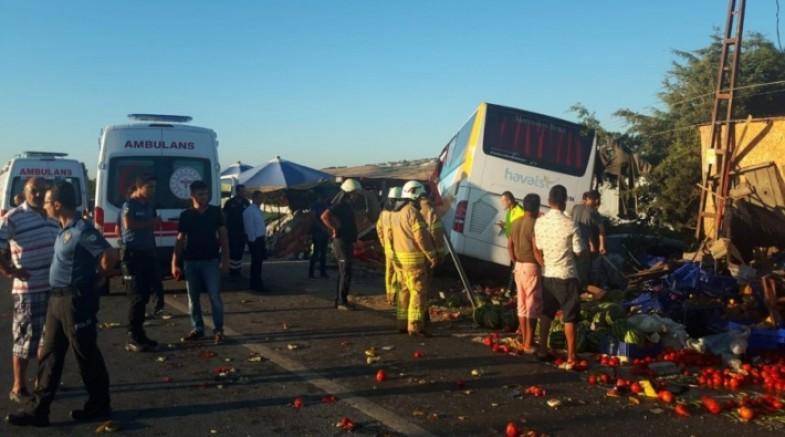 Havalimanı otobüsü kaza yaptı: Ölü ve yaralılar var