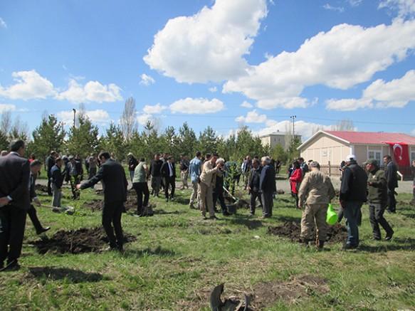 Kars OSB'de 500 adet fidan toprakla buluştu
