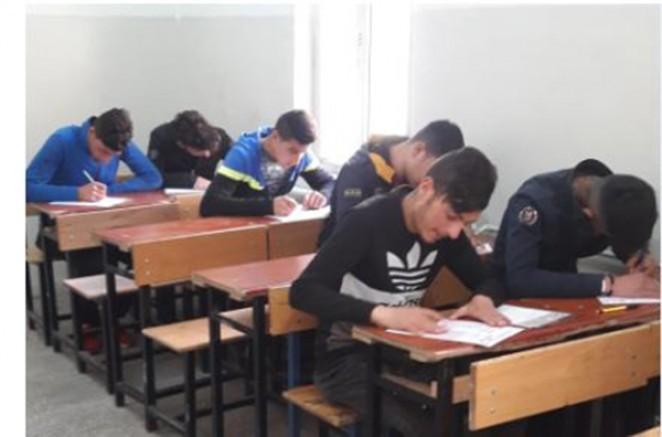 Kars'ta üniversiteye hazırlık deneme sınavı yapıldı